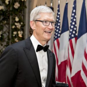"""מנכ""""ל אפל, טים קוק: """"ישיבה היא הסרטן החדש"""""""