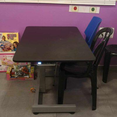 """שולחן מתכוונן חשמלי גובה לבודד \ זוגי – בטווח 95-58 ס""""מ – STANDKID10EL"""