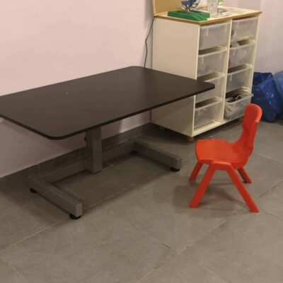 """שולחן מתכוונן ידני גובה נמוך לבודד \ זוגי – בטווח 90-58 ס""""מ – STANDKID10ML"""