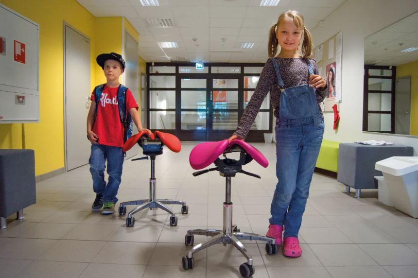 Salli and school children _ Salli טופ קומרס גוגיה