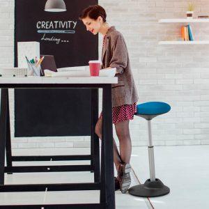 כסא עמידה ישיבה ארגונומי YOYO שחור- תוצרת CASIII – עם כיסוי מושב אנטי סטטי vPVB
