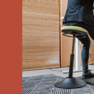 כסא בר מתכוונן YOYO MOON שחור- תוצרת CASIII