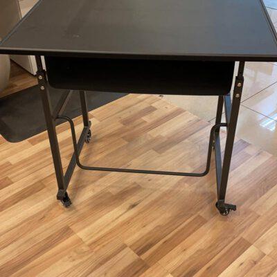 """שולחן תלמיד מתכוונן מכני -62 עד 110 ס""""מ – Stand Kid"""